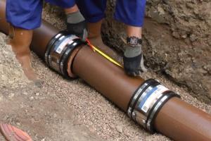 Montaža zunanjih kanalizacijskih cevi